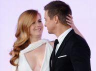 Amy Adams : Son décolleté XXL et risqué fait sensation face à Jeremy Renner