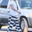 Exclusif - Prix spécial - No web - No blog - Daniel Craig, blond platine et habillé en prisonnier, sur le tournage du film 'Logan Lucky' à Atlanta, le 29 août 2016