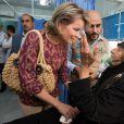 La reine Mathilde de Belgique lors d'une visite du camp de réfugiés syriens Al Zaatari lors d'un voyage humanitaire en Jordanie, le 24 octobre 2016.