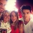 Valérie Damidot pose avec ses enfants et son partenaire de Danse avec les stars  Christian Millette.
