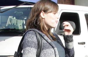 PHOTOS : Jennifer Garner, une grossesse qui n'en finit plus ! Ses vêtements craquent...
