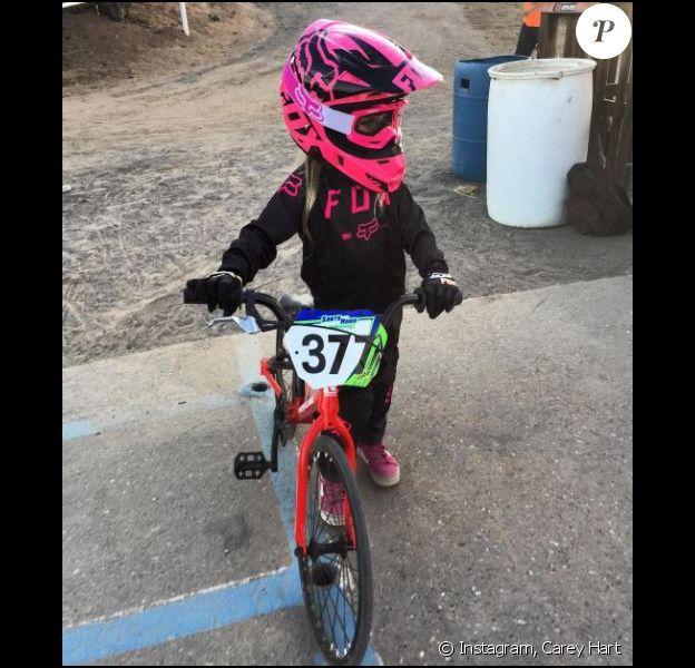Willow, la fille de Pink et Carey Hart lors de sa première course de BMX. Instagram, octobre 2016