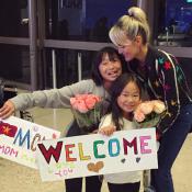 Laeticia : La belle surprise de Jade et Joy pour son retour du Vietnam...