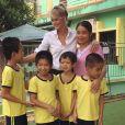 Laeticia Hallyday au Vietnam avec les enfants qu'elle aide grâce à sa fondation La Bonne Etoile, octobre 2016.