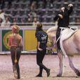 Maud Angelica Behn déguisée en chat, à cheval lors de l'Oslo Horse Show le 16 octobre 2016.