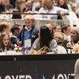 La princesse Ingrid Alexandra et le prince Sverre Magnus (au centre) et leur mère la princesse Mette-Marit de Norvège (à droite) lors de l'Oslo Horse Show le 16 octobre 2016.