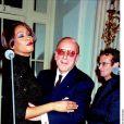 """Whitney Houston et Clive Davsi célèbrent la sortie de l'album """"My love is your love"""" à Londres le 14 novembre 1999."""