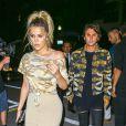 Kim Kardashian, son mari Kanye West, ses soeurs Kourtney Kardashian et Khloe Kardashian, Scott Disick et Jonathan Cheban à la sortie de leur hôtel à Miami, le 15 septembre 2016