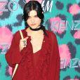 SoKo (Stephanie Sokolinskia) assiste à la soirée de lancement de la collection Kenzo x H&M à New York le 19 octobre 2016.