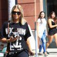 Sofia Richie avec son petit chien et une amie sont allées se relaxer dans un bar à ongles de Beverly Hills le 7 octobre 2016.