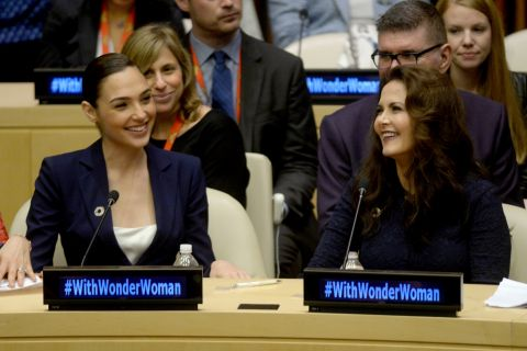 Gal Gadot et Lynda Carter : Les deux Wonder Woman réunies sur fond de polémique