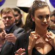 Irina Shayk assiste à la soirée Vogue magazine à Moscou, le 7 septembre 2016.