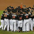 Les Miami Marlins se recueillent à la mémoire de leur lanceur Jose Fernandez le 26 septembre 2016 avant leur match contre les New York Mets, au lendemain de sa mort dans un accident de bateau.