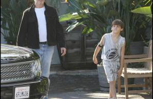 REPORTAGE PHOTOS : Pierce Brosnan apprend à son fils à draguer... au restaurant, cette fois !