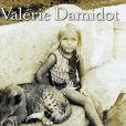 Couverture du livre Le coeur sur la main, le doigt sur la gâchette, livre autobiographique de Valérie Damidot