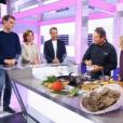 """Sophie Davant parle du geste le plus érotique dans """"C'est au programme"""" sur France 2 le 8 novembre 2016."""