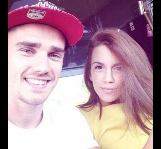 Antoine Griezmann pose avec sa compagne Erika Choperen sur Instagram.
