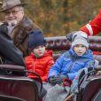 """Le prince Henrik de Danemark et ses petits-enfants la princesse Athena et le prince Henrik lors de la Chasse Hubertus (""""Hubertusjagt"""") aux abords du palais de l'Eremitage, à Klampenborg, au nord de Copenhague, le 6 novembre 2016."""