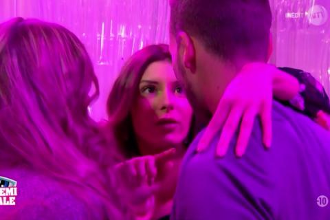 Secret Story 10 : Sarah éliminée, Julien, Thomas, Anaïs et Mélanie en finale !