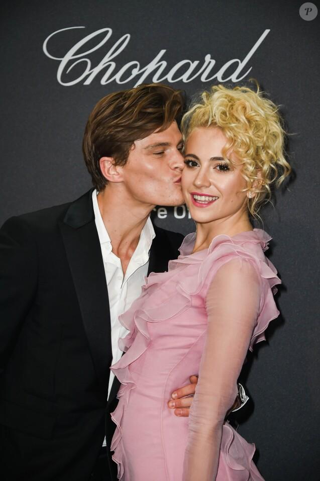Oliver Cheshire et sa compagne Pixie Lott lors du photocall de la soirée Chopard lors du 69ème Festival International du Film de Cannes, le 16 mai 2016.
