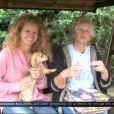 Manuela Lopez auprès de sa mère dans le reportage d'Accès Privé sur M6 le samedi 3 novembre 2012