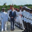 Le prince Harry inspecte la garde d'honneur à son arrivée à l'aéroport international V.C.Bird à Antigua, à l'occasion de son voyage officiel de 15 jours dans les Caraïbes. Il est accueilli par le gouverneur général Rodney Williams et le premier ministre Gaston Browne. Le 20 novembre 2016  Prince Harry arrives in Antigua on the first day of his tour of the Caribbean. 20 November 2016.20/11/2016 - Antigua