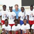 Le prince Harry a rencontré des jeunes lors de sa visite au stade Sir Vivian Richards à North Sound, à l'occasion de son voyage officiel de 15 jours dans les Caraïbes. Le 21 novembre 2016  Prince Harry attends a youth sports festival at the Sir Vivian Richards Stadium in North Sound, Antigua, on the second day of his tour of the Caribbean.21/11/2016 - North Sound