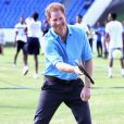 Le prince Harry participe au festival de sport de la jeunesse à Antigua-et-Barbuda au stade Sir Vivian Richards Stadium le 21 novembre 2016.  Prince Harry plays tennis as he attends a youth sports festival at the Sir Vivian Richards Stadium in North Sound, Antigua, on the second day of his tour of the Caribbean.21/11/2016 - North Sound