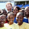 Le prince Harry rencontre des jeunes au stade de cricket Sir Vivian Richards pendant le festival des sports pour la jeunesse à Saint John's le 21 novembre 2016   Prince Harry meets school girls as he attends a youth sports festival at the Sir Vivian Richards Stadium in North Sound, Antigua, on the second day of his tour of the Caribbean. In St Johns on november 21, 201621/11/2016 - St Johns
