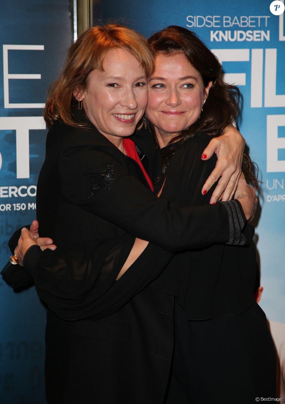 """Emmanuelle Bercot et Sidse Babett Knudsen - Avant-première du film """"La Fille de Brest"""" au cinéma UGC Les Halles à Paris, le 21 novembre 2016. © Marc Ausset Lacroix/Bestimage"""