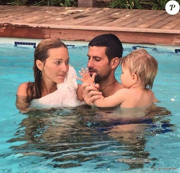 Novak Djokovic va avoir six semaines pour couper, après sa défaite en finale du Masters de Londres le 20 novembre 2016, et profiter de sa famille : sa femme Jelena et leur fils Stefan, 2 ans. Photo Instagram partagée par Jelena fin octobre 2016.
