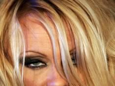 PHOTOS : Pamela Anderson en maillot de bain, c'est plus terrible... du tout !