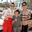 Kevin, Frankie Jonas et Nick Jonas à Long Beach. Avril 2011.