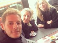 Matthieu Delormeau : Le chroniqueur de TPMP prend la pose avec ses deux soeurs