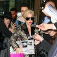 Lady Gaga arrive à l'aéroport Paris-Charles-de-Gaulle à Roissy pour se rendre à Paris à l'occasion du défilé Victoria's Secret à Roissy le 27 novembre 2016.
