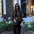 Emily Ratajkowski fait du shopping dans les rues de Beverly Hills, le 22 novembre 2016