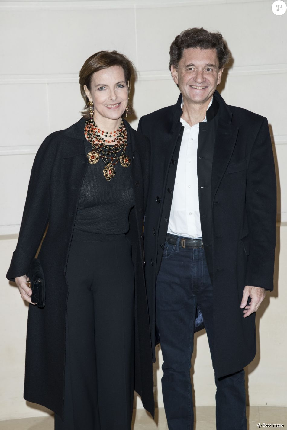 carole bouquet et son compagnon philippe sereys de rothschild photocall lors du deuxi me. Black Bedroom Furniture Sets. Home Design Ideas