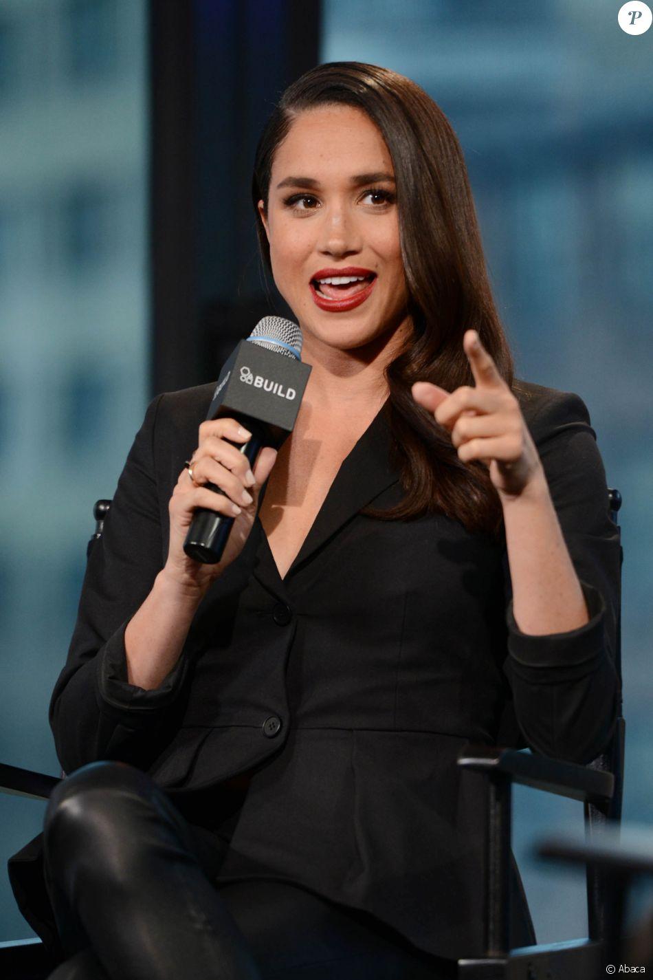 """Meghan Markle lors d'une conférence pour la série """"Suits"""" à New York le 17 mars 2016"""