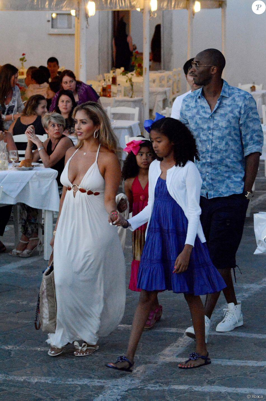 bf19c930dd30f Kobe Bryant, sa femme Vanessa Laine et leurs filles Natalia Diamante et  Gianna Maria-Onore en vacances à Mykonos le 24 juin 2014.