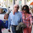 Janice Dickinson se promène avec son mari le Dr. Robert Gerner dans les rues de Beverly Hills, le 13 mars 2015