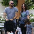 Megan Fox se promène en famille avec son mari Brian Austin Green et leurs enfants Noah, Bodhi et Journey River Green à Los Angeles le 2 novembre 2016