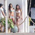 Lais Ribeiro et Taylor Hill participent à un photoshoot pour Victoria's Secret près deMiami, le 13 décembre 2016.