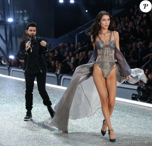 Bella Hadid et The Weeknd - Défilé Victoria's Secret Paris 2016 au Grand Palais à Paris, le 30 novembre 2016. © Cyril Moreau/Bestimage