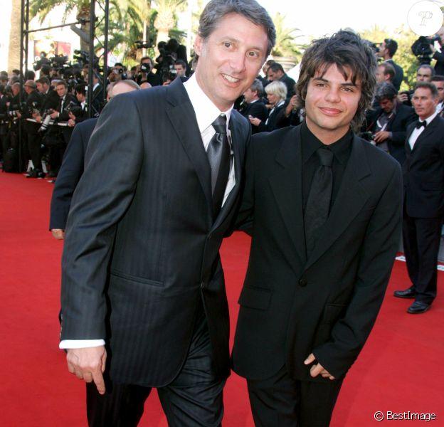 Antoine de Caunes et son fils Louis à Cannes en 2006.
