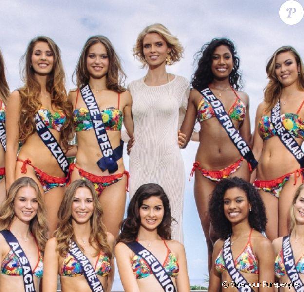 Sylvie Tellier entourée des 30 miss régionales, candidates pour le titre de Miss France 2017 à La Réunion, novembre 2016.