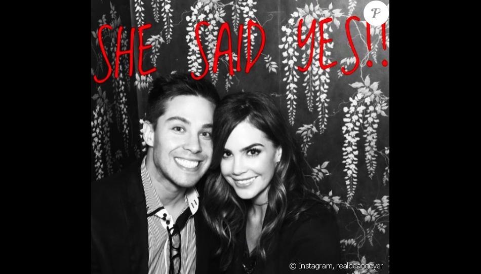 Dean Geyer et Jillian Murray se sont fiancés ! Le couple a annoncé la bonne nouvelle sur les réseaux sociaux, le 19 décembre 2016