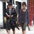 Hilary Duff se rend à son cours de gym avec une amie à Studio City, le 6 décembre 2016