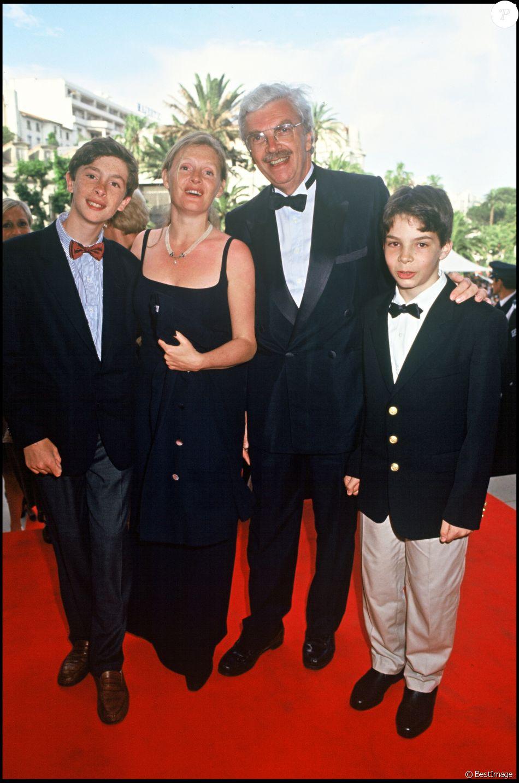 Daniel Toscan du Plantier et sa femme Sophie avec leurs fils Carlo et Pierre à Cannes 1994.