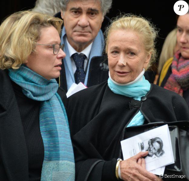 Exclusif - Brigitte Fossey, sa fille Marie Adam et son mari Yves Samama aux obsèques de Marcelle Feuillade (mère de Brigitte Fossey) en l'Eglise de Notre Dame de Boulogne Billancourt le 23 décembre 2016.