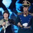 """Mireille Mathieu pendant la clôture du 9ème festival international de musique militaire """"Tour Spasskaïa"""" sur la place rouge à Moscou, Russie, le 4 septembre 2016."""